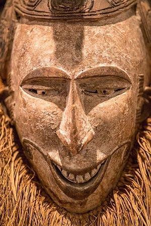 Máscara Agbogho Mmwo (01).jpg