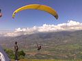 Mérida - Parapento en el pueblo Las Gonzalez.jpg