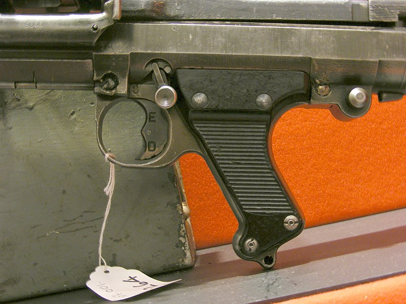 Ficheiro:MG 34 trigger RCR Museum.JPG