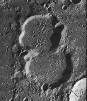 Challis (crater) - Image: Main and Challis craters 4128 h 3