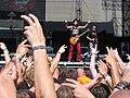 Masters of Rock 2010, Visací zámek, Michal Pixa během rozcvičky s davem.jpg