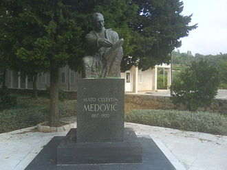 Mato Celestin Medović - Statue of Mato Celestin Medovic in Kuna (Pelješac)