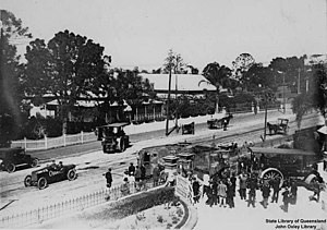 Mephisto (tank) - Mephisto being dragged into the Queensland Museum by two steamrollers in 1919