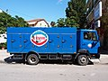 Mercedes 814 Ice cooling truck in Nydri, pic2.JPG
