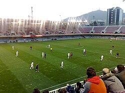 El F. C. Barcelona B disputando un encuentro en el Mini Estadi en la  temporada 2008-2009. f34229d236107