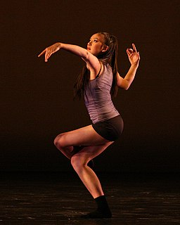 Contemporary dance form of dance that developed in the mid twentieth century