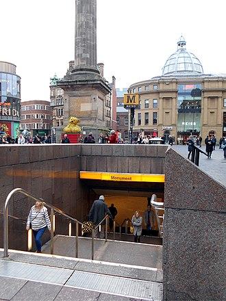 Monument Metro station - Image: Monumentstationentra nce