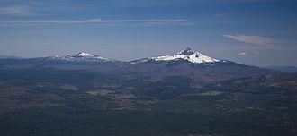 Mount Washington (Oregon) - Mount Washington with Belknap Crater on the left