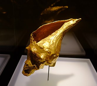 Muisca art - An example of the interaction of the art of nature and the famous goldworking of the Muisca is the precious golden sea snail in the collection of the Museo del Oro in Bogotá
