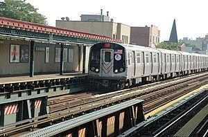 30th Avenue (BMT Astoria Line) - An N train enters the station
