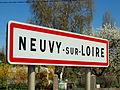 Neuvy-sur-Loire-FR-58-panneau d'agglomération-03.jpg