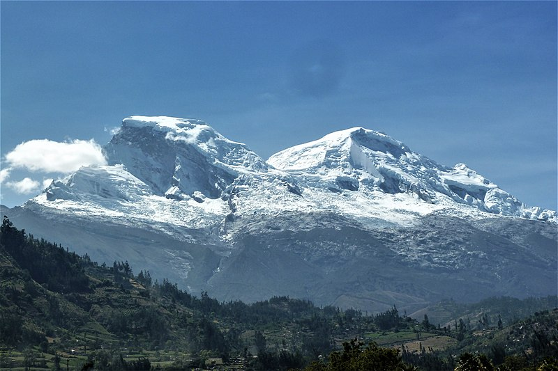 File:Nevado Huascarán (view from Yungay).jpg