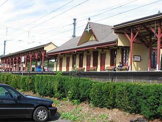 New Canaan (Metro-North station) - Trackside view of the New Canaan station in 2007.