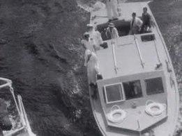 Файл: Nieuws ПИФ Indonesië де Vliegende kinderwagen arriveert, ondertekening wapenstilstandsverdrag оп де 'Ренвилл' Weeknummer 48-06 - Open Бельден - 17240.ogv