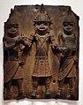 Nigeria, regno dei benin, edo, placca con tre figure, xvi-xvii secolo.jpg