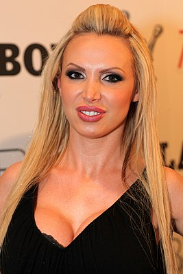 Nikki Benz - 2013 AVN Expo & AVN Awards (8428089912).jpg