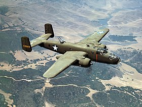 Un B-25C della U.S. Army Air Force North American in volo vicino a Inglewood in California, ottobre 1942