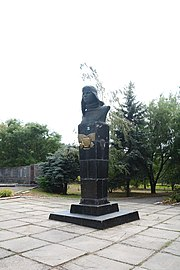 Novospasivka (Osypenko) Bust of WW2 Hero P.Osypenko 01 (YDS 4903).jpg