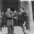 Opgeruimd staat netjes in Rotterdam, Eddy P. Graafland ontvangt van burgemeester, Bestanddeelnr 917-8223.jpg