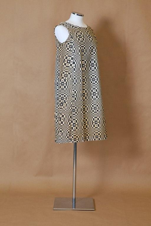 """Optical art """"Paper Caper"""" paper dress by Scott Paper Co., American, 1966"""