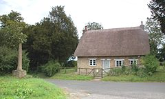 OverKiddington Cross&Cottage.JPG