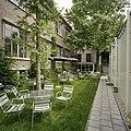 Overzicht van de binnentuin met zicht op de achtergevel - Tilburg - 20388609 - RCE.jpg
