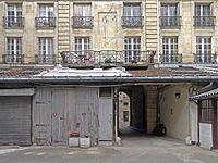 P1360980 Paris V hotel Chenizot cour et cadran rwk.jpg