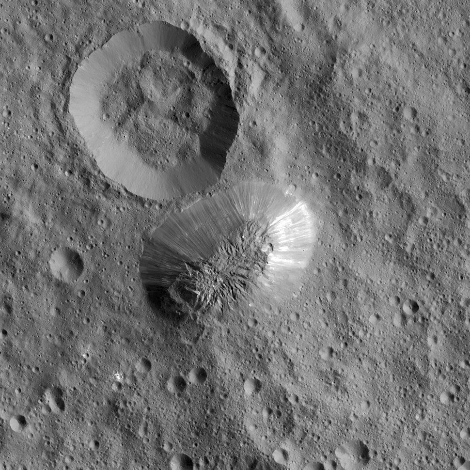 PIA20348 crop - Ceres%27 Ahuna Mons top view