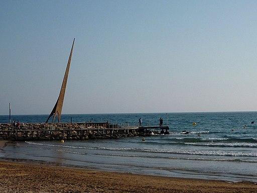 Monumento Els Pilons de Salou, op het einde van Playa Llevant