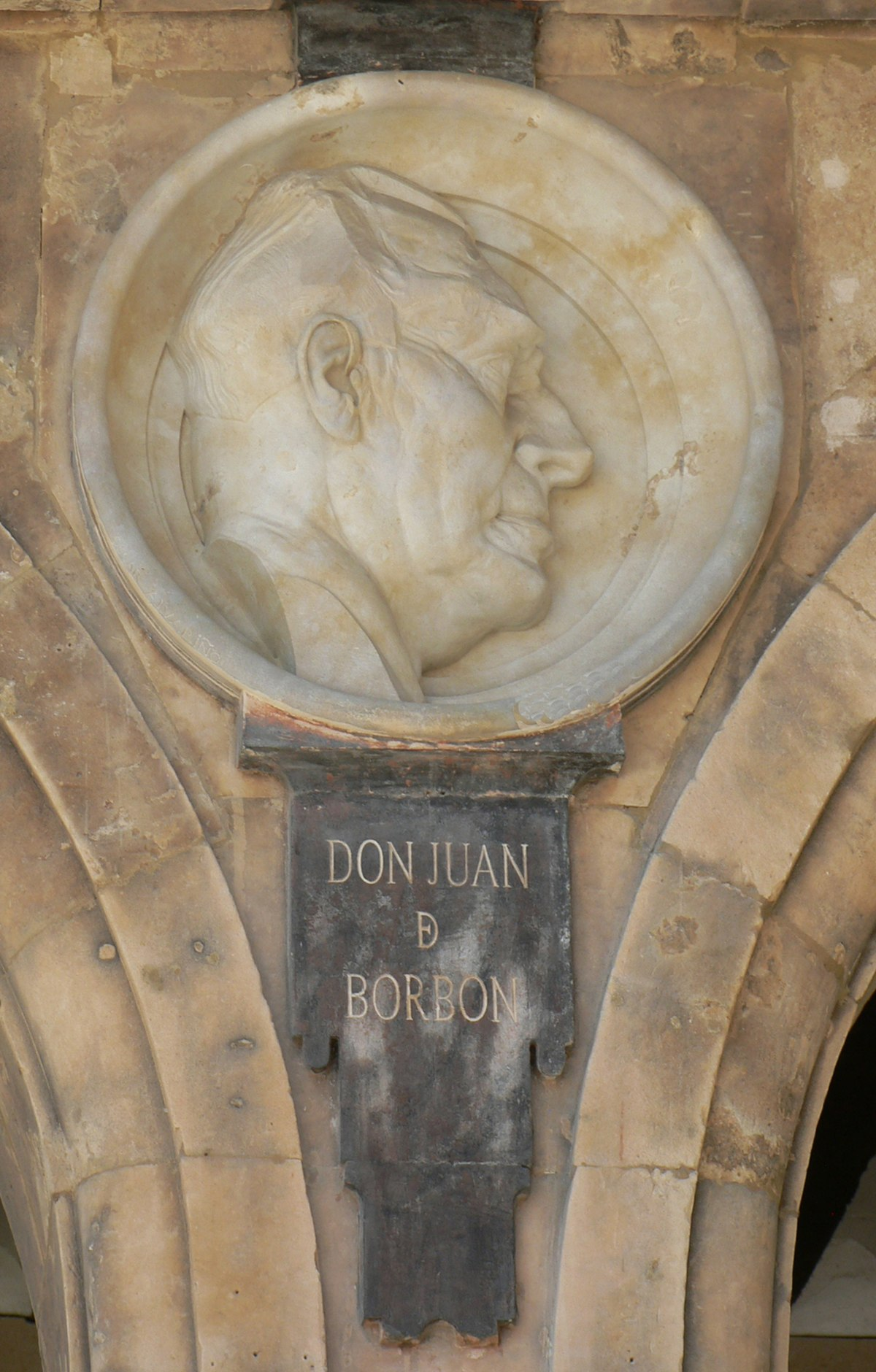Pabellón Petrineros medallón 23 Juan de Borbón.JPG
