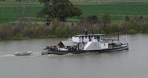 "PS Oscar W - Image: Paddle steamer ""Oscar W"" at Tailem Bend, South Australia"