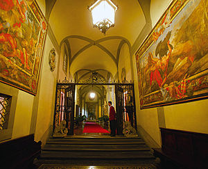 Palazzo Magnani Feroni - The entrance to Palazzo Magnani Feroni.