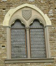 Palazzo_dei_Vescovi_a_San_Miniato_al_Monte,_finestra_05.JPG