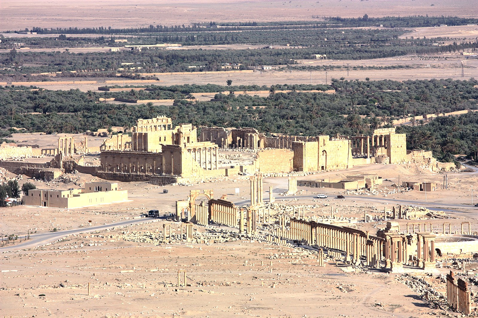 File:Palmyra, view from Qalaat Ibn Maan, Temple of Bel and colonnaded axis.jpg