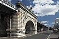 Paris-pont-de-bir-hakeim-middle.jpg