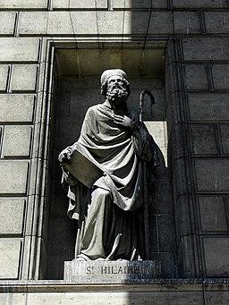 Paris (75008) Église de la Madeleine Extérieur Statue 04