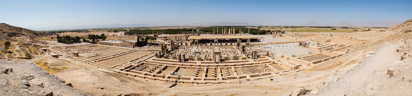 A panoramic view of Persepolis. Persépolis, Irán, 2016-09-24, DD 64-68 PAN.jpg