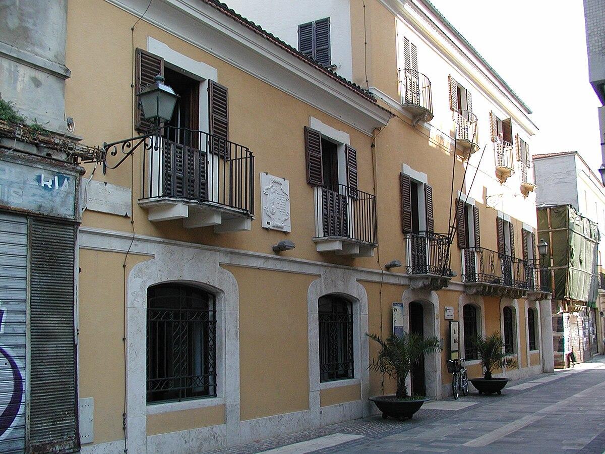 Museo casa natale gabriele d 39 annunzio wikipedia for Sedia di d annunzio