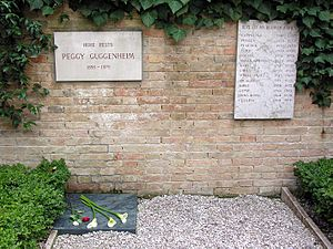 Peggy Guggenheim - Grave of Peggy Guggenheim, next to a plaque remembering her Lhasa Apsos (dogs).