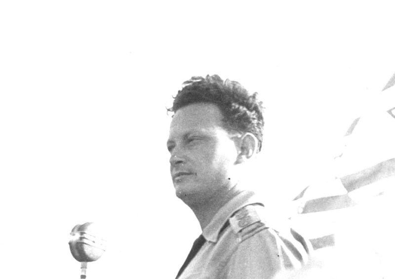 מבצע עובדה - יגאל אלון במסדר חילוף משמרות
