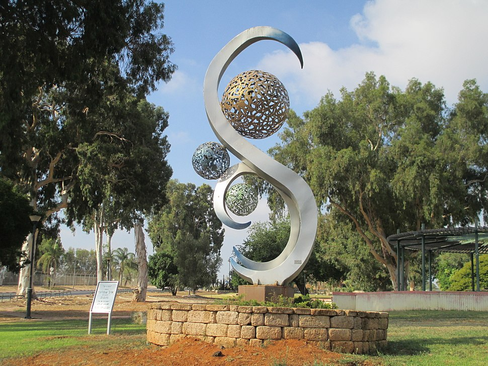 PikiWiki Israel 44883 Pearls monument in Beer Yaakov