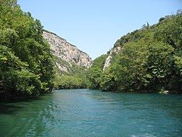 Pineios River (Thessaly) through the Vale of Tempe.JPG