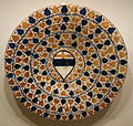 Plate with coat-of-arms and grape leaves, Spain, Hispano-Moresque, from Valencia, 15th century, earthenware with overglaze painting in blue and luster - Cincinnati Art Museum - DSC04147.JPG