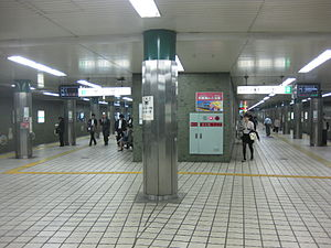 Platform for Chūō subway line of Hommachi Station.JPG