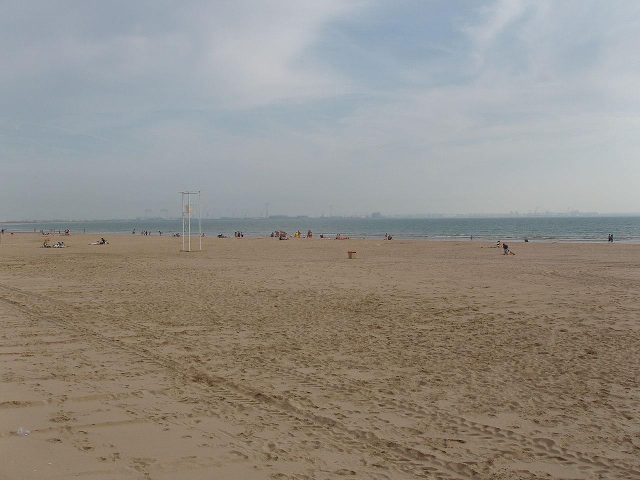 File playa de valdelagrana en el puerto de santa mar a c diz espa a jpg wikimedia commons - Tren el puerto de santa maria madrid ...