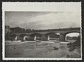 Pont à Crest sur la Drôme . Détruit en 1940 par l'armée. Photo prise face à l'est (34331855750).jpg