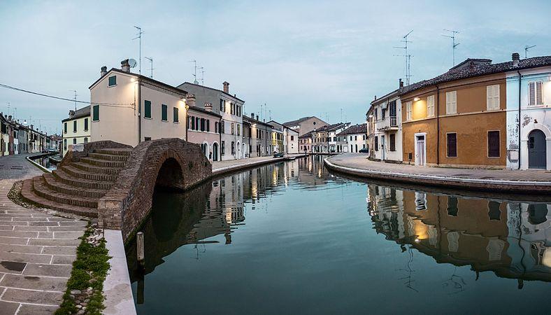 Ponte dei Sisti - Centro storico di Comacchio.jpg