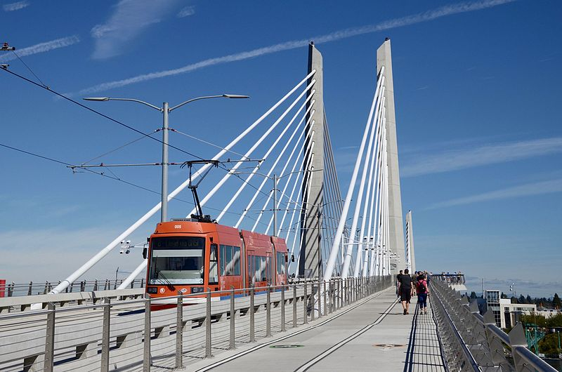 File:Portland Streetcar on Tilikum Crossing bridge Sep 2015.jpg