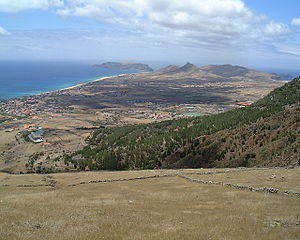 https://upload.wikimedia.org/wikipedia/commons/thumb/2/22/Porto-santo-1151.JPG/300px-Porto-santo-1151.JPG