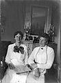 Porträtt av Hilden och dottern Elsa Rydbeck på Karlavägen 84, Stockholm - Nordiska Museet - NMA.0056855.jpg